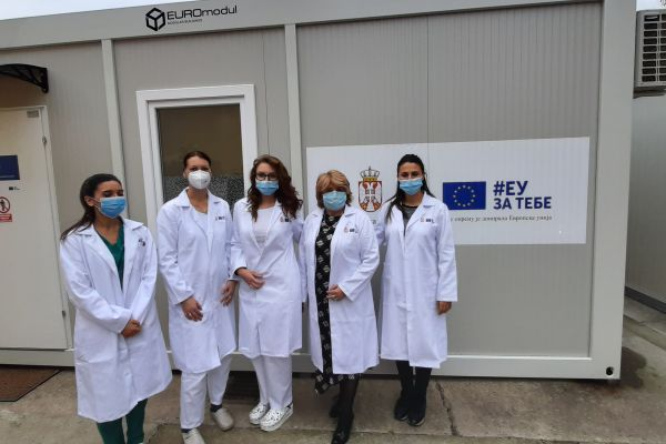 Predaja medicinskih uniformi u Pančevu